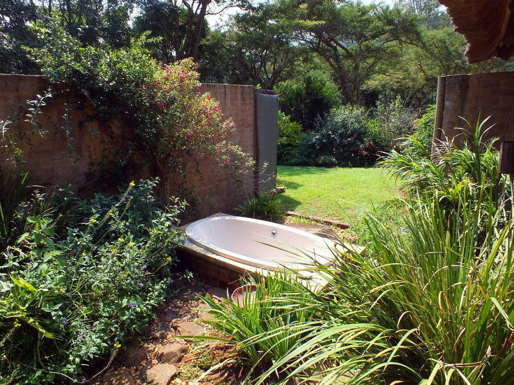 Madalas outdoor bath
