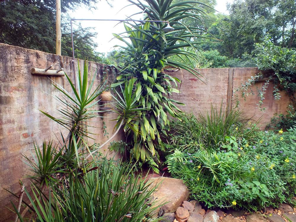 Madalas outdoor shower