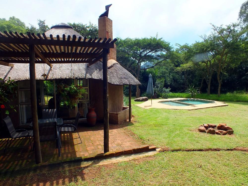 Madalas veranda and pool
